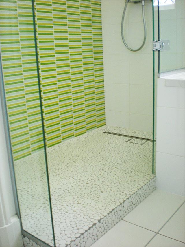 Carrelage salle de bains et douches l 39 italienne for Galets de salle de bain