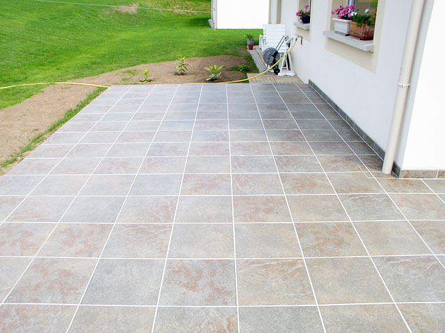 Terrasse en bois pose sur carrelage for Pose de plinthes carrelage